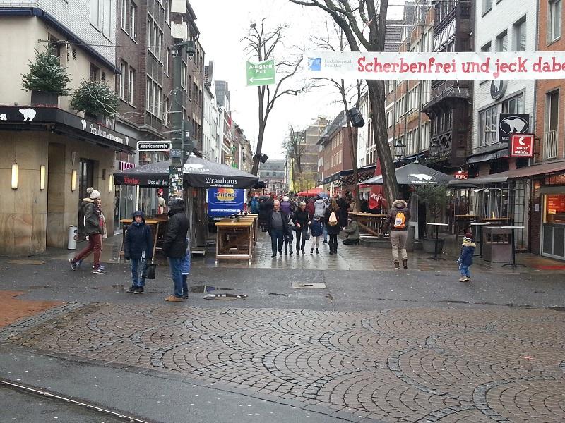 Altstadt, Dusseldorf: The Longest Bar in the World?