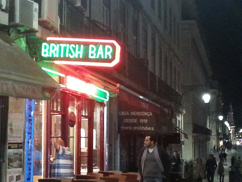 My First Impression of Lisbon Nightlife (When the Bars Close and the Cost of a Beer)