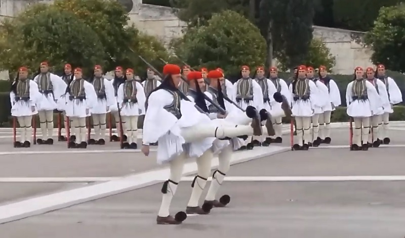 Tomb of the Unknown Soldier in Athens: Know the Best Time to Go