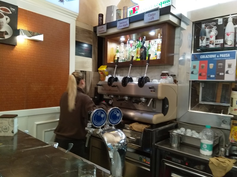 There Is a Surprising Number of Coffee Bars in Naples