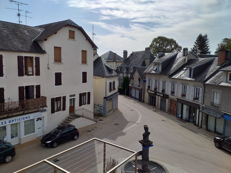 La Place Gambetta (Neuvic, France)